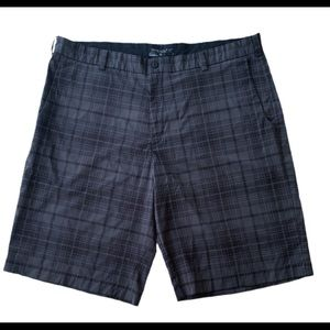 Men's Nike Golf Plaid Gray Black Shorts Size 40